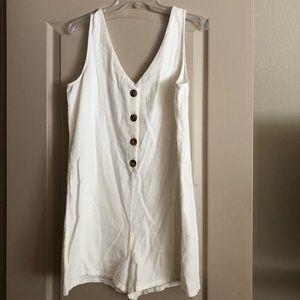 Heart & Hips White Linen Romper - L